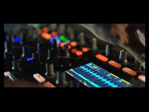 Traktor Kontrol S8: DJ Controller mit zwei Displays & ohne Jog-Wheels - http://www.delamar.de/dj-equipment-2/traktor-kontrol-s8-25357/?utm_source=Pinterest&utm_medium=post-id%2B25357&utm_campaign=autopost