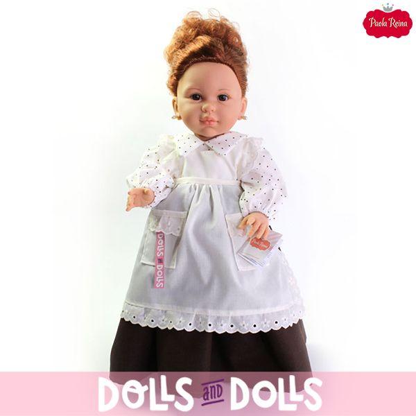 #Doloretes, la tendera más famosa y alocada de la televisión, está disponible con cuatro vestidos distintos, granate, azul, blanco/marrón y blanco, ¿a qué está espectacular con cualquiera de ellos? Su peinado, sus pendientes de perlas, su delantal y un agradable olor a vainilla completan su conjunto. 🌞 Añade un poco de alegría a cualquier lugar de tu casa con esta bonita #muñeca. 🌞 #Dolls #PaolaReina #Doloretes #ElSecretoDePuenteViejo #MaribelRipoll #PuenteViejo #IlSegreto…