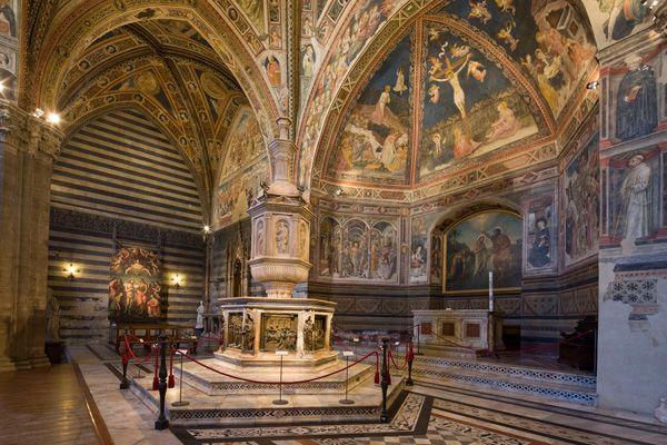 Opa - Baptistère de San Giovanni - Dans la Cathédrale ND de l'Assomption. RR p.268