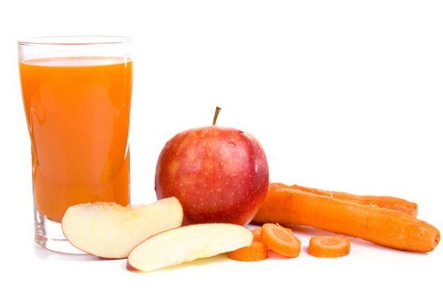 3 szál sárgarépa 1 alma 1 kisebb szeletke hámozott friss gyömbér (ízlés szerint)