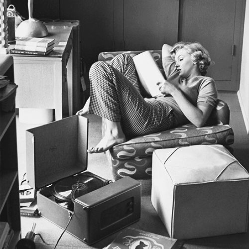 Marilyn Monroe Reading, photographed by Andre De Dienes, 1952