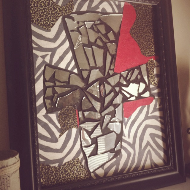 17 best images about broken mirrors on pinterest mosaic for What to do with broken mirror pieces