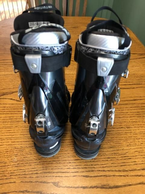 For Sale: Scarpa T1 Telemark boot 29.5,  $$420.00(40% off retail price ),Retail Price:$699.00, Condition:Excellent,Size:29.5 (11-12)