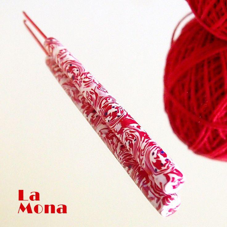 """Háček s """"kouzelnou"""" ručkou -P- vel. 2,0 #lamona #crochet #hook #hackovani #hacek"""