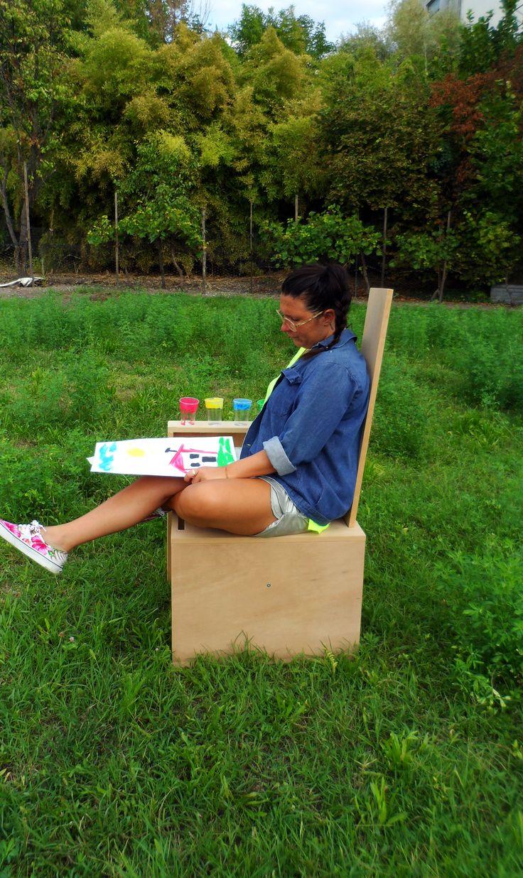 TELA. ergonomia e praticità, la tavola in legno può essere usata sia come sostegno per la tela che come schienale.