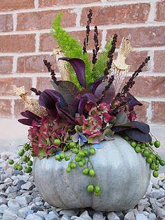 Hydrangea, Foxtail Fern, Calla lilies, China Beries, Cotina, Black Mountain Fern, Sarracene