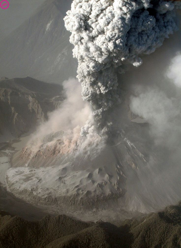 An aerial photograph captures a plume of ashes spewed by the Chaiten volcano near the city of Chaiten, 1,200 km south of Santiago on May 31, 2008