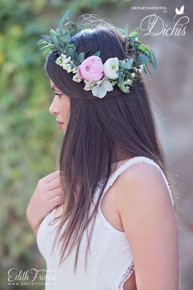 Beautiful bridal headband with peonies, ranunculus and eucalyptus.