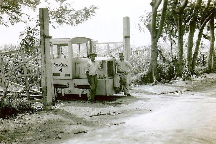 Tomada por un soldado de U.S. Army's Airways Communication  System Unit estacionado en Losey Field (actual Camp Fort Allen)  de Juana Díaz en 1942.
