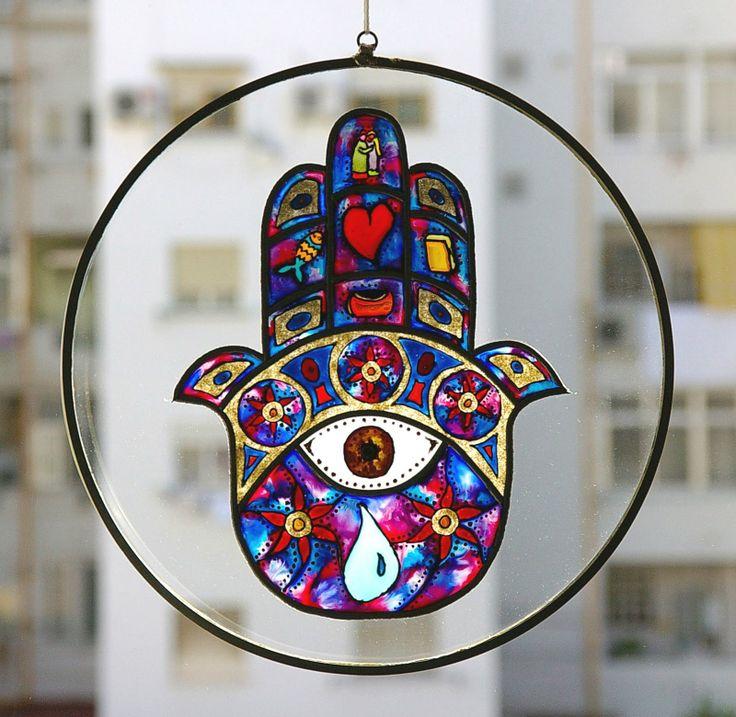 MANO DE FATIMA.....Es un símbolo en forma de mano para protegerse de la desgracia de todo tipo: infidelidad, catástrofes naturales, rabia y mal de ojo especialmente.