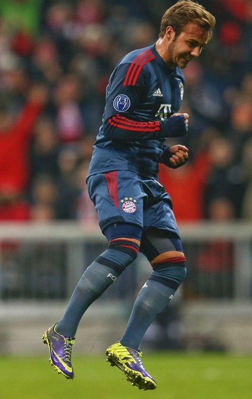 12/10/2013 FC Bayern 2:3 Manchester City Bayern Goalers: Muller (5'), Gotze (12')