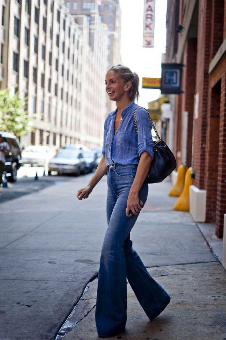 Tek renk giyinerek daha zayıf görünebilirsiniz. İspanyol paça pantolon renginde bir gömlek sizi olduğunuzdan daha ince gösterir.