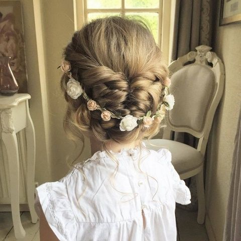 Fryzury Komunijne Z Wiankiem In 2019 Girls Updo Flower
