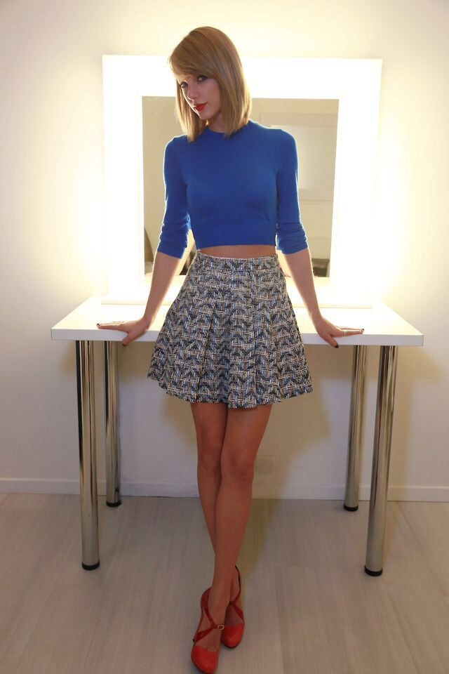 Taylor Swift Crop Top And Skirt I Love The Skirt Taylor Swift Style Inspo Pinterest
