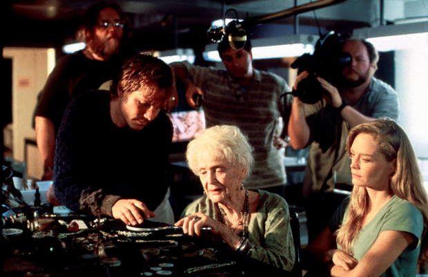 20 ans de Titanic : Bill Paxton (Brock Lovett) à 41 ans, Gloria Stuart (Rose) à 87 ans et Suzy Amis à 35 ans