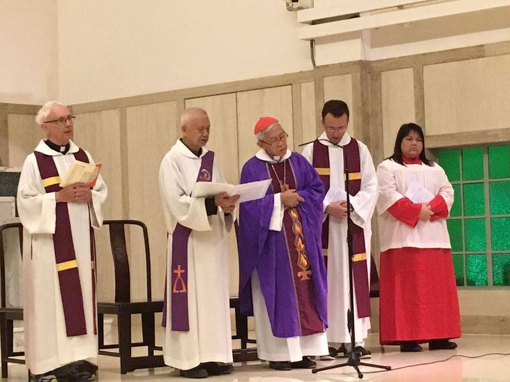 Messa per un sacerdote sotterraneo defunto. Il card. Zen chiede a Dio la grazia di salvare la Chiesa in Cina e la Santa Sede 'dal precipizio'