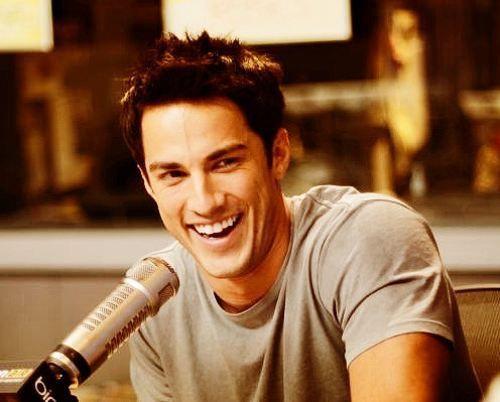 Michael Trevino -me Estoy enamorado. . ♥