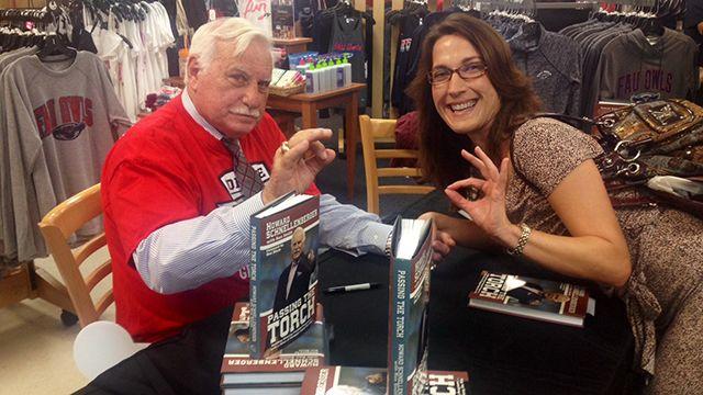 Legendary coach Howard Schnellenberger kicks off book tour at FAU | Local News  - WPBF Home