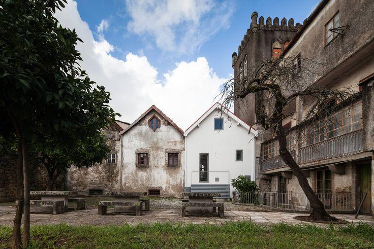 02-tres-casinhas-medievais-ganham-novas-caras-portugal