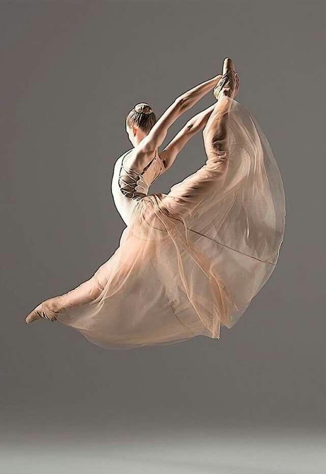 """<< """"La danse n'a plus rien à raconter : elle a beaucoup à dire"""" ... © Maurice Béjart>>"""