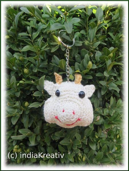 Schlüsselanhänger Kuh, Taschenbaumler von indiaKreativ auf DaWanda.com Schlüsselanhänger , Taschenbaumler, Handyanhänger.  Key chain, key ring with a cow. gift idea.
