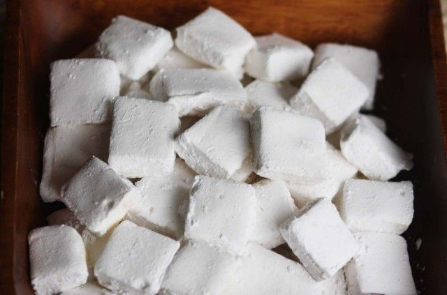 Let's face it, I may never make Homemade Marshmallows, but here's the recipe in case I want to!