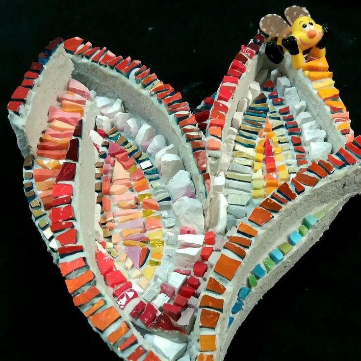 bee on the heart MENOSSI  MOSAIC #mosaic_menossi  #mosaicodinamico