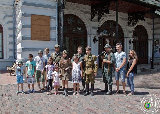 Participarea Asociației Redescoperă Istoria la Școala de Vară de la Palatul Suțu (25 iulie 2015)