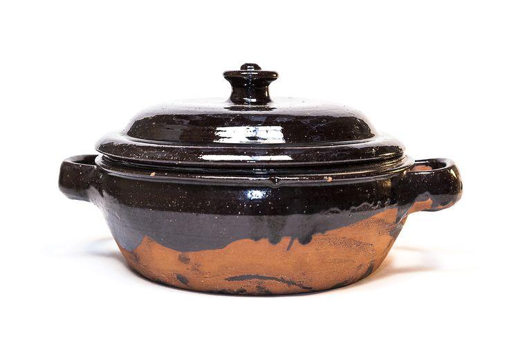 Stufarola con coperchio. terracotta invetriata Fratte Rosa (PU). Produzione moderna #concorsounmuseochecresce #ceramica #terrecotte #fratterosa