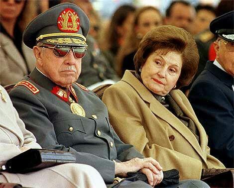 El General Pinochet Ugarte con su Señora esposa Doña Lucia Pinochet