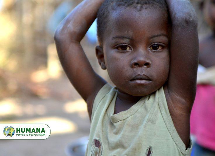 I bambini accolti nei Centri di HUMANA in #Zambia e #Mozambico hanno spesso vissuto esperienze di abuso, furti, droga e solitudine. HUMANA li accoglie da oltre 20 anni, offrendo loro un posto sicuro in cui vivere e studiare.  Con 82 centesimi al giorno puoi cambiare anche tu la vita di un bambino abbandonato e senza speranza.  #sostegnoadistanza