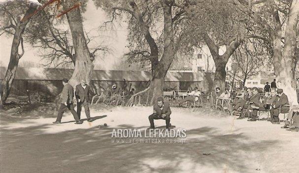 'Αμπαλί'. Παλιό παιχνίδι της Λευκάδας από την εποχή των Ενετών μέχρι το 1978. Ορολογία: ΄Σμπούκιο'-'Κυλιτά' & 'Κόστο'.