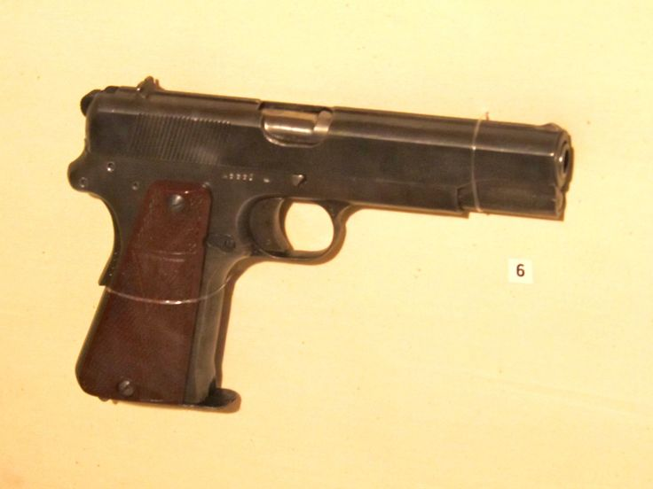 Vis_pistol_Base_Borden_Military_Museum.jpg (1000×750)
