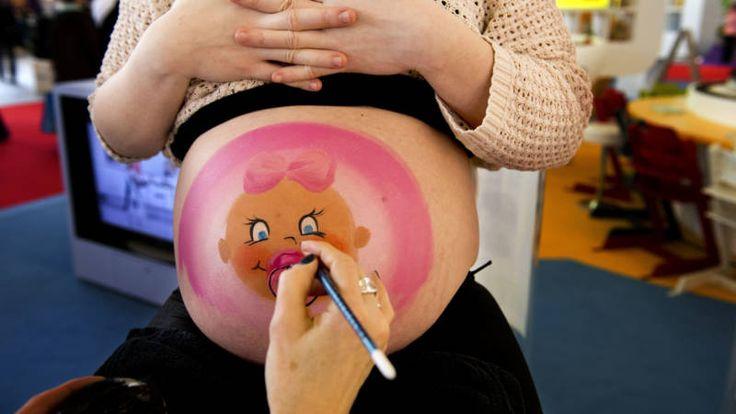 In Nederland worden jaarlijks 65.000 vrouwen gediscrimineerd omdat ze zwanger zijn, zegt het College voor de Rechten van de Mens.