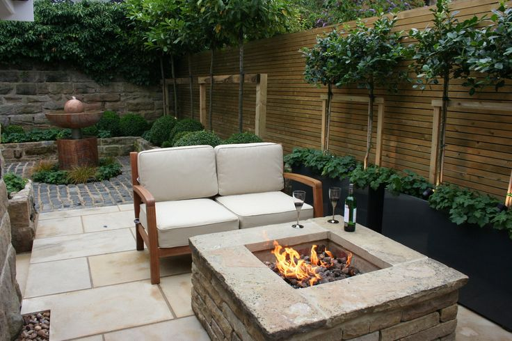 front courtyard with fire pit | Urban Courtyard for Entertaining : Modern garden by Inspired Garden ...