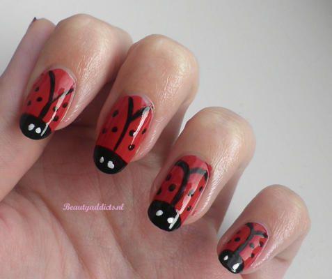 Nail art: lieveheersbeestjes -