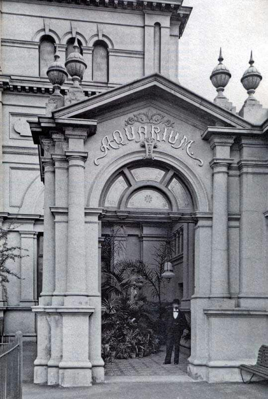 The Melbourne Aquarium which was at the Exhibition Building, 1930s.Burnt down in 1960s.