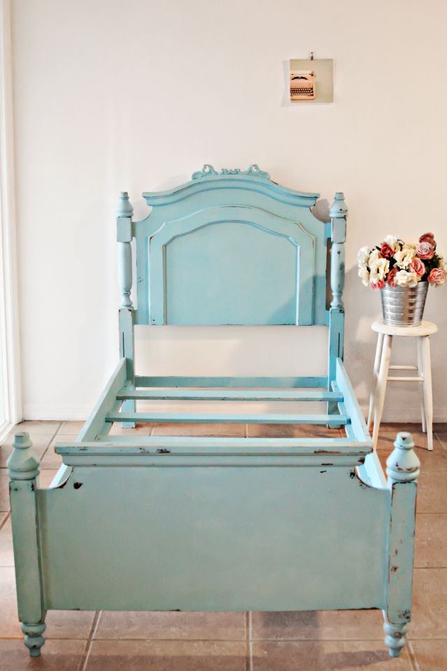Vintage Shabby Chic Twin Bed