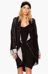 77thFLEA Lima cardigan Black/White Bubbleroom.se  All i can say is wow i want this. It's oversize and it looks soo comfortable to wear.