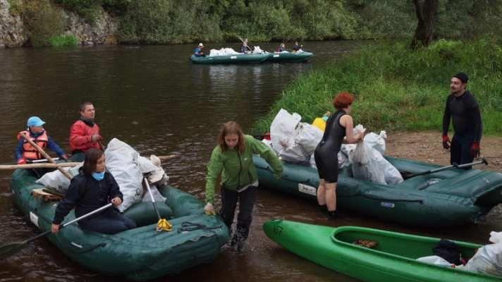 Turistická sezóna dala přírodě zabrat, odpadky se ale jen tak samy neuklidí #odpady