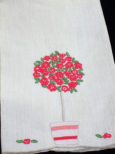 VINTAGE Madeira MARGHAB Embroidered IRISH LINEN ROSE TREE Guest TOWEL