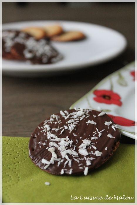 Oui oui, je reviens avec une toute nouvelle recette ! Ma motivation retrouvée (en tout cas, pour le coup), je vous présente une version maison des célèbres biscuits Delacre : les biarrizt ! Ces derniers temps, on essaye de ne plus trop consommer de produits... #biarritz #biscuits #chocolat