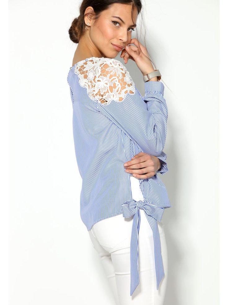 Esta elegante blusa para mujer con bandas en el bajo para lazar mezcla rayas y guipur de manera magistral. Blusa de escote redondeado con abertura lágrima - Venca - 012971