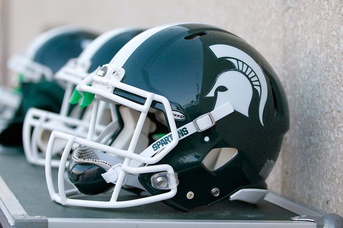 #FaureciaNAIAS2014 As a proud Michigan State University alum, I would choose the exterior color of my dream car Spartan Green (Many recruits attend MSU by ways of Detroit) with white highlights. White because of the Tigers home jerseys! The color scheme would make the car look fast (just like a 100 m.p.h. Justin Verlander fastball!!!)...even when in park.