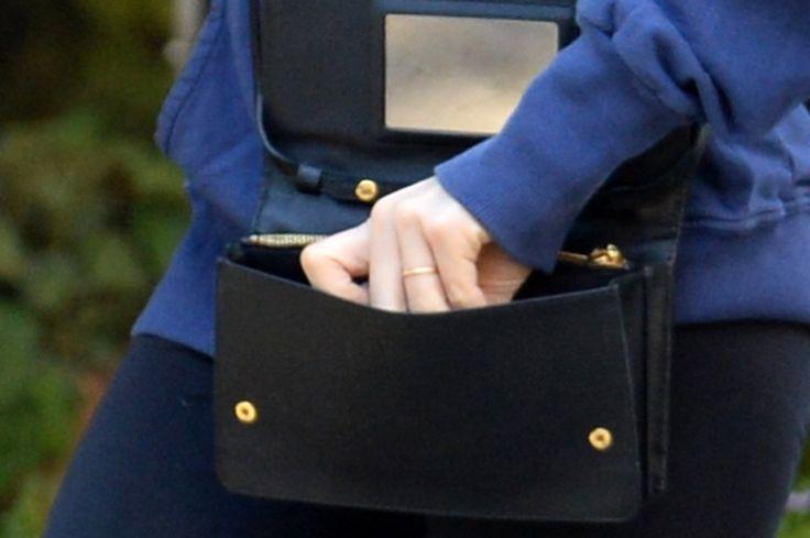 In Defense of Amanda Seyfried's Minimal Engagement Ring