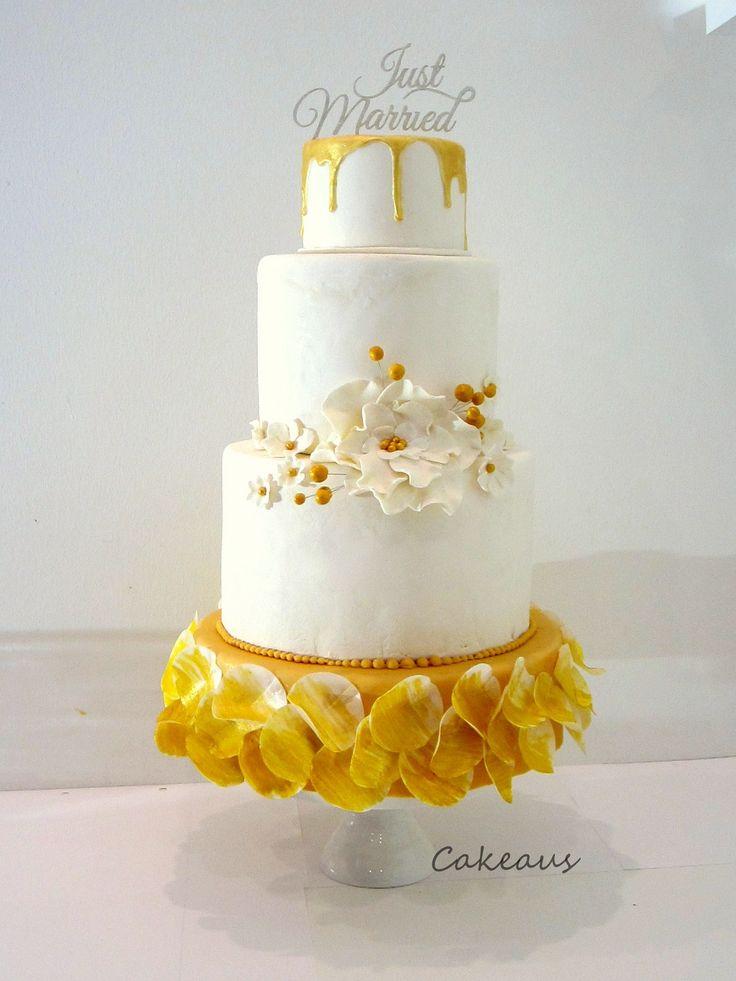Gold drip wedding cake - Kullan värinen hääkakku, kulta. www.cakeaus.com
