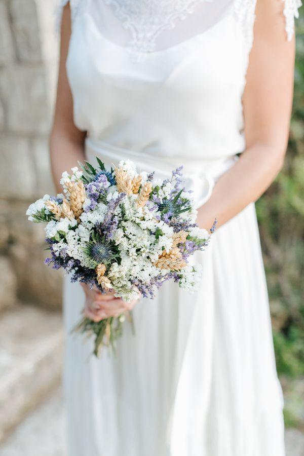 Brautstrauß in Weiß Lila mit Weizen   HannaMonika Wedding Photography   #hochzeit #polterhochzeit #blumen #braut #brautstrauß #disteln #lovely #vintage