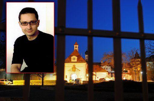 """Nach seiner Verlegung von Stadelheim nach Straubing im Herbst 2009 arbeitete er in der Anstaltsdruckerei, fertigte Aktendeckel für Gerichte und Staatsanwaltschaften an. Er hat damit aufgehört. """"Keine Kooperation mit dem System."""""""