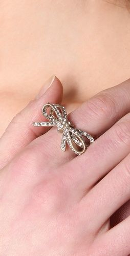 "wouldn't this be cute on your first finger as a ""reminder?""  : Jacobs Bianca, Bianca Pave, Pretty Things, Bows Rings, Rings Style, Marc Jacobs, Style Marcj40147, Pave Bows, Jacobs Rings"