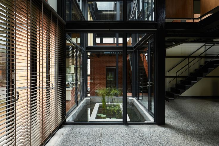 Spring House / W L A